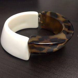 Jewelry - Hinged bracelet